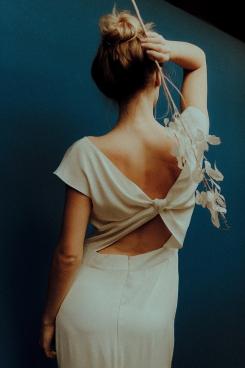 Seidenkleid Eleganz Knoten Draperie Drapé drapiert Schleppe